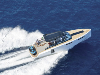 EVO-43-HT-yacht running - yacht and sea