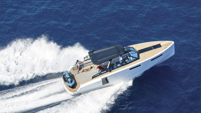 EVO-43-HT-yacht running - yacht and sea