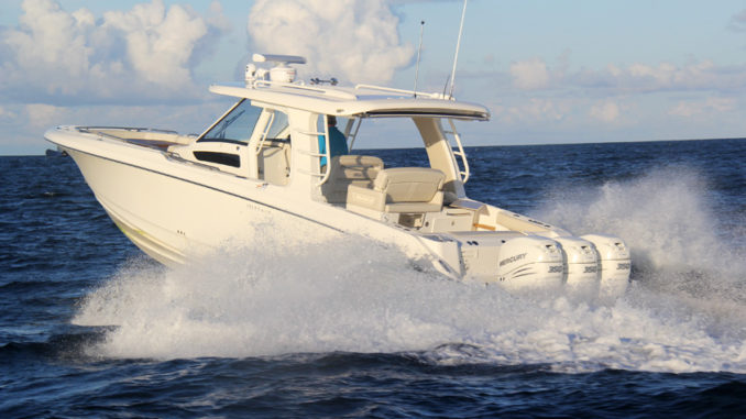 Boston Whaler 350 Realm - running
