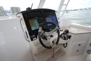 Boston Whaler 350 Realm - dashboard