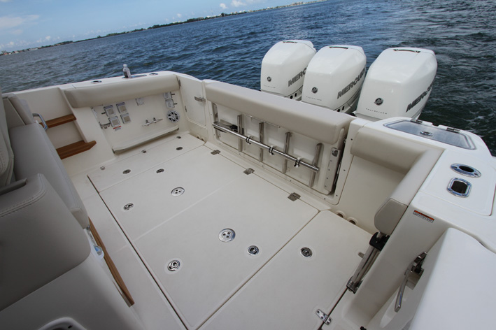 Boston Whaler 350 Realm, Crossover Made in Boston Whaler