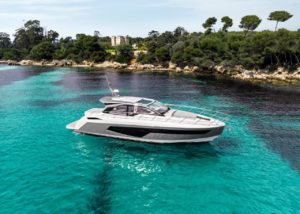 Azimut 51 skyview  - yacht and sea