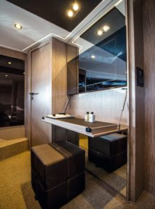 Azimut 51 Cabin Vanity  - yacht and sea