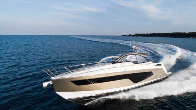 Azimut 51 Running 2 - yacht and sea