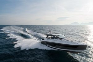 Azimut 51 Running  - yacht and sea