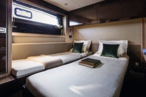 azimut 51 VIP Cabin Sliding beds - yacht and sea