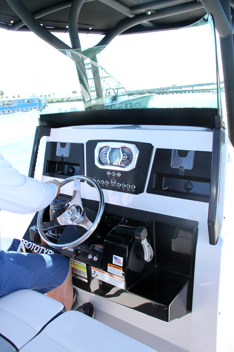 Scarab 255 Open - console