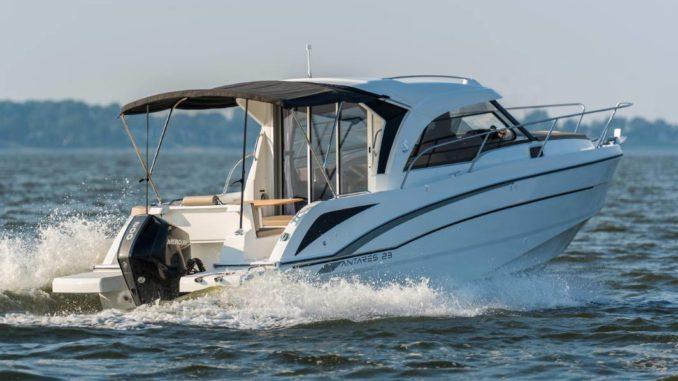 Beneteau Antares 23 - yacht and sea