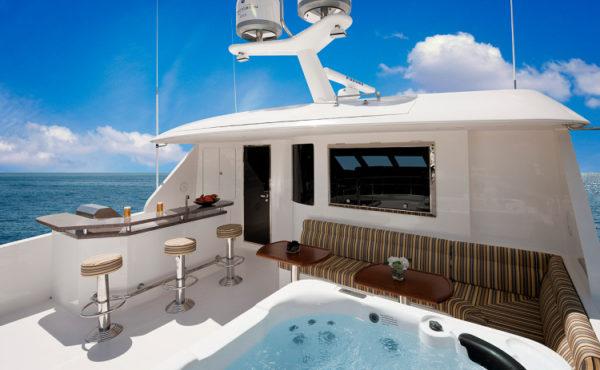 Ocean Alexander 90' - bridge - Yacht and Sea