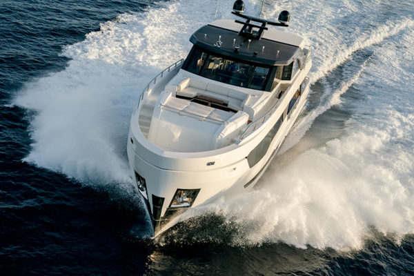 Ocean Alexander 90R front - yacht and sea