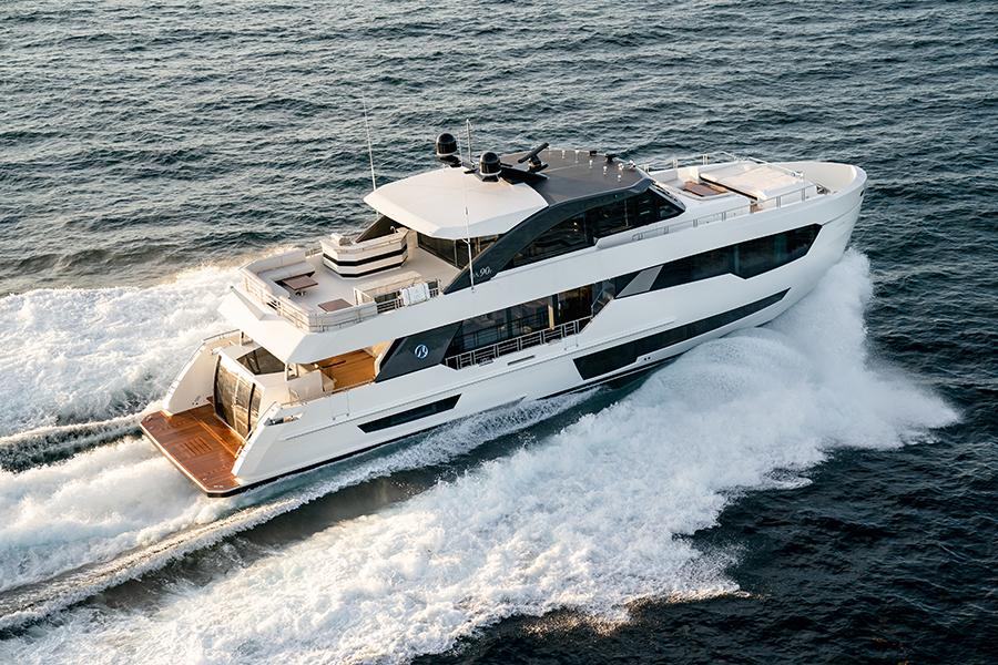 90R Ocean Alexander back - yacht and sea
