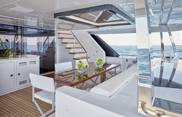 90R Aft_Lounge- yacht and sea