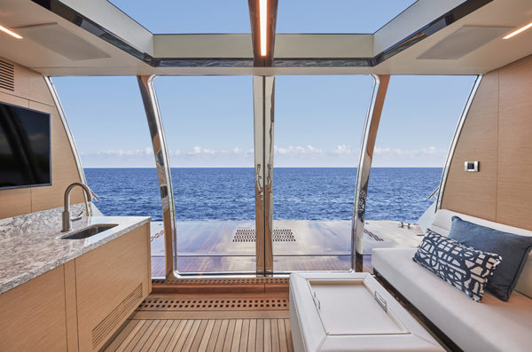 Ocean Alexander 90R back view - yacht and sea