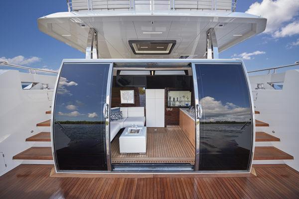 Ocean Alexander 90R Beach_Club - yacht and sea