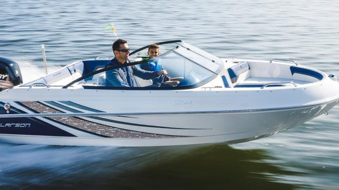 Polaris buys Larson Boats