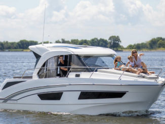 Beneteau Antares 27 - yacht and sea