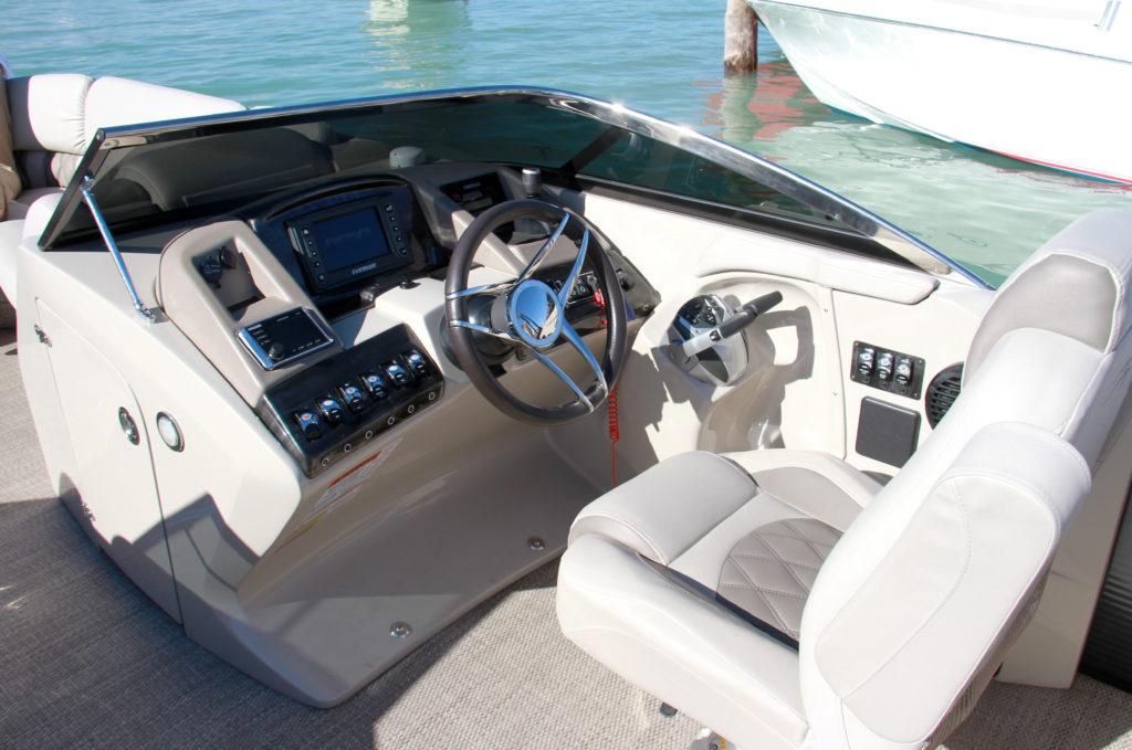 Bennington Q 27-cockpit-yacht-and-sea