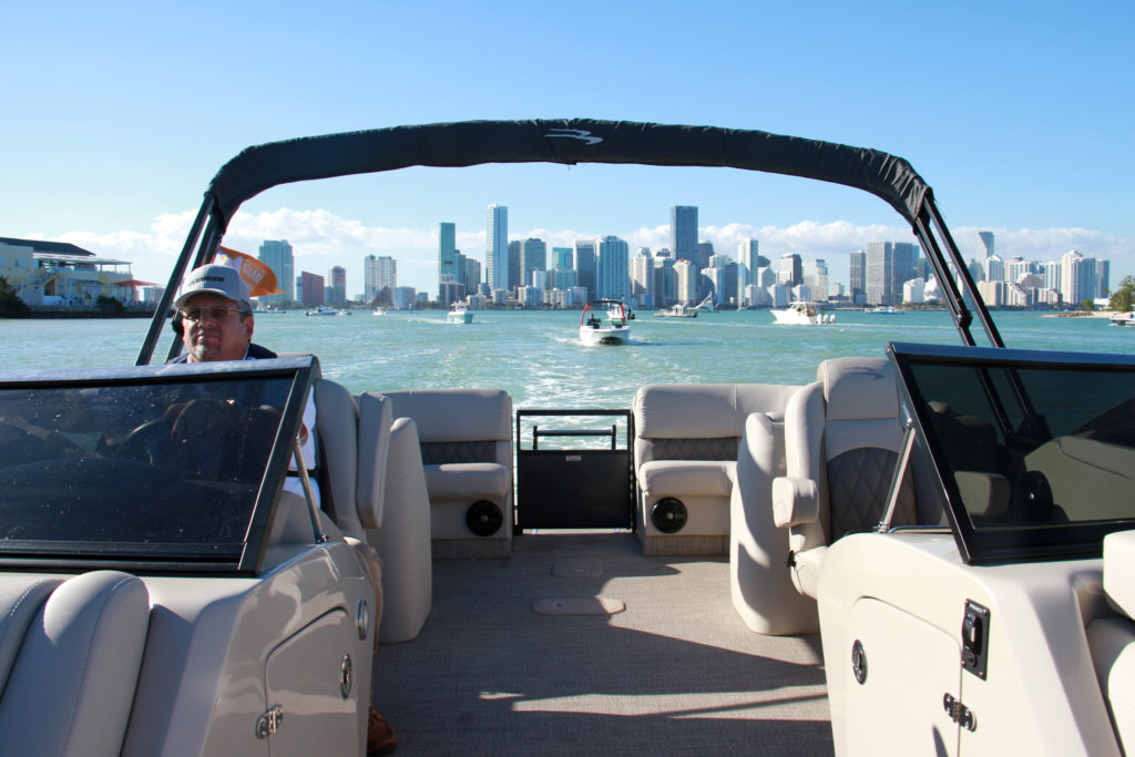 Bennington Q 27-view-yacht-and-sea