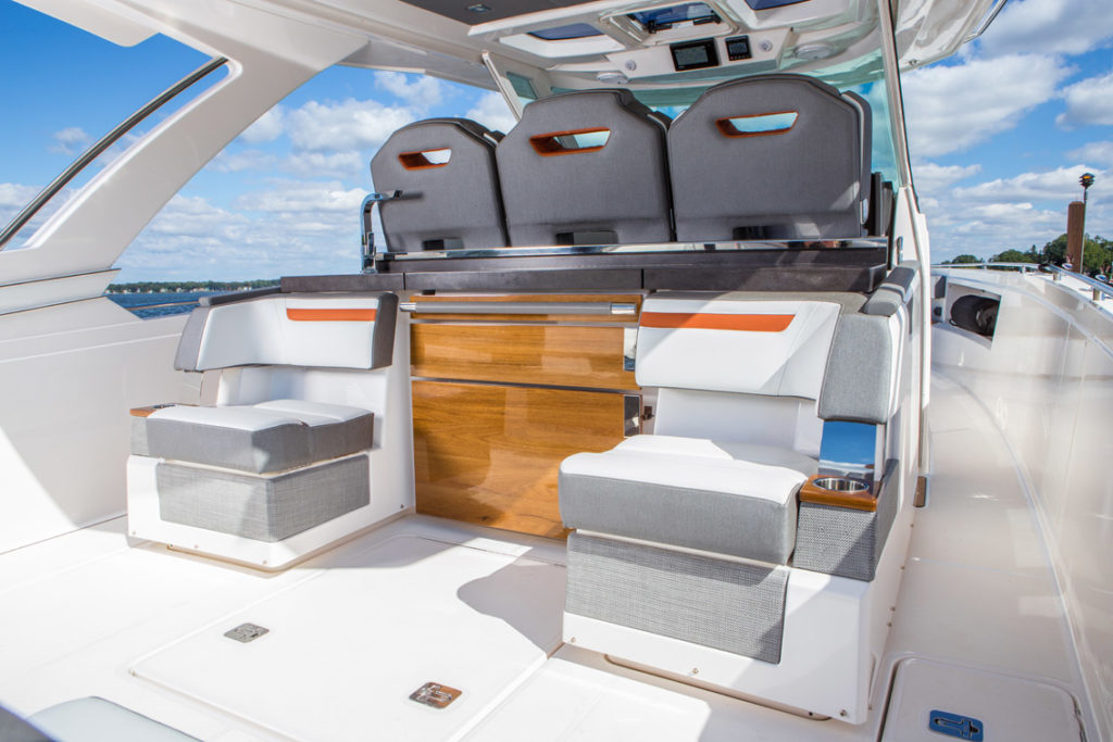 Tiara Sport 38 LS - 3 - yacht and sea
