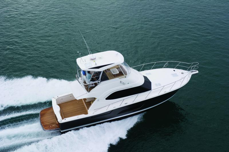 Riviera-43-Open-Flybridge-running-1 - yacht and sea