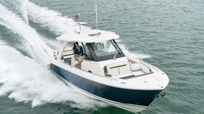 Tiara 34 LS - light - yacht and sea