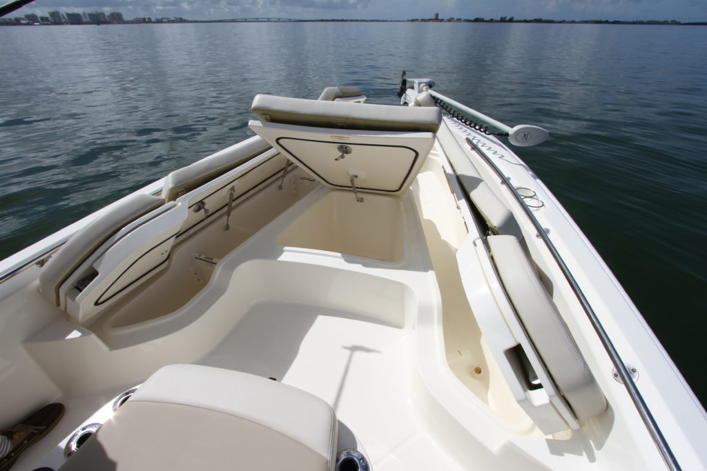 Boston Whaler 240 Dauntless Pro - 3 - yacht and sea