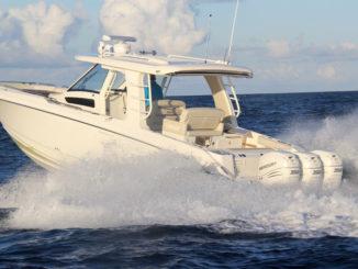 Boston Whaler 350 Realm - running