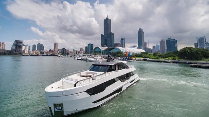 Ocean Alexander 90' - Yacht and Sea