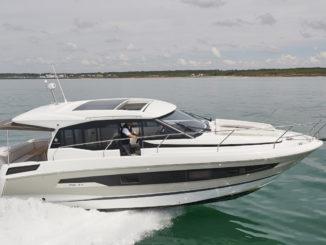 Jeanneau NC 37-1 - yacht and sea