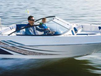Polaris buys Larson Boats