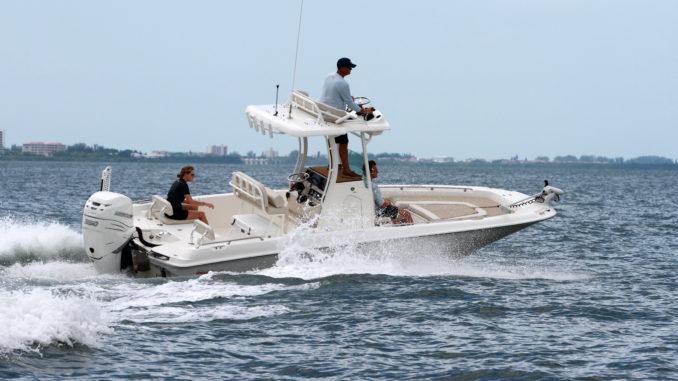 Boston Whaler 240 Dauntless Pro - 1 - yacht and sea